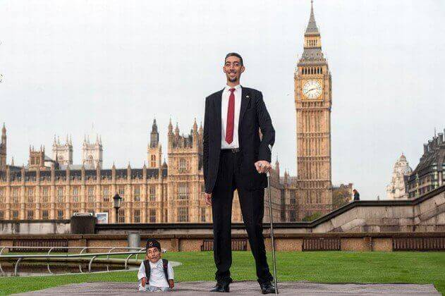 The-Tallest-Man-And-The-Shortest-Man-In-The-World-Meet-For-A-Day-people