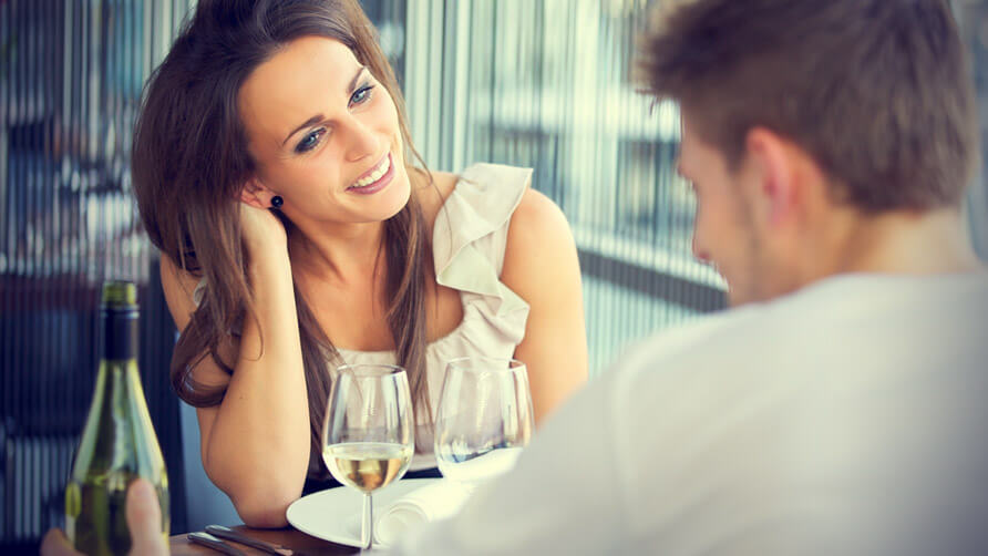 8 Signs Show That Your Date Is Going Well – Top Men Magazine
